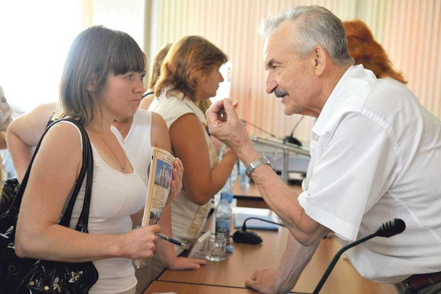 Председатель Совета директоров АО «Завод ЖБК-1», инициатор создания ЖНК Юрий Селиванов с пайщиками.