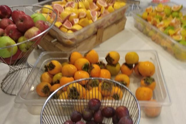 Раньше продукты со стола туристы брали сами в неограниченном количестве.