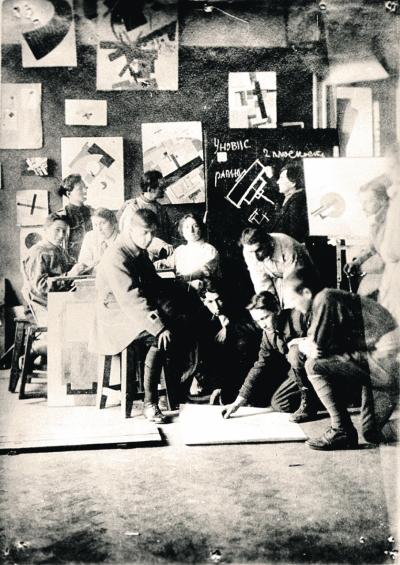 Занятия в мастерской УНОВИСа в сентябре 1920 года.