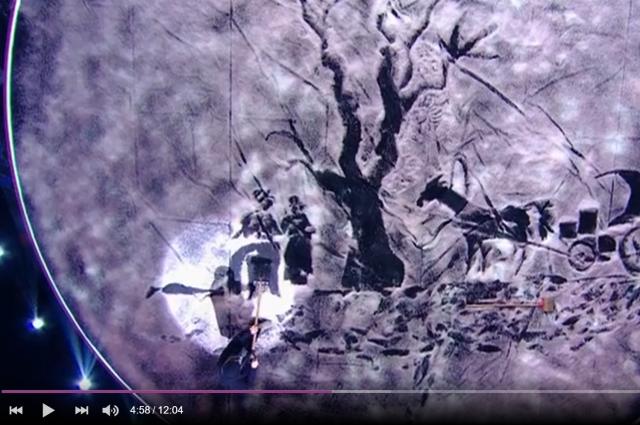 Во время выпуска передачи Сергей нарисовал картину с помощью снега и лопаты