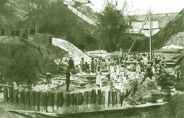 Строительство дамбы через овраг речки Симбирка.