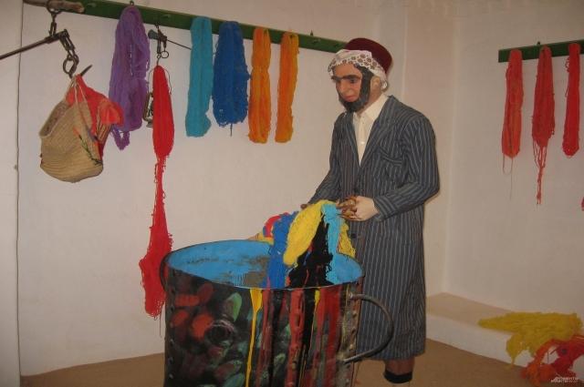 Первые иудеи, поселившиеся на острове, были красильщиками тканей.