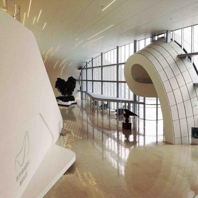 В проекте здания культурного центра практически не было использовано прямых линий.