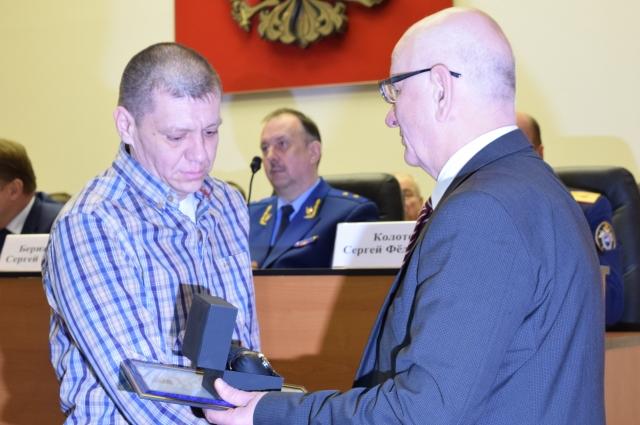 Владимир Грибачев координировал действия волонтеров.