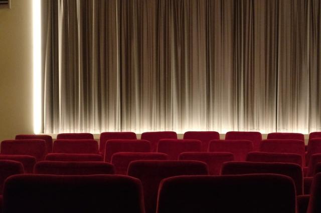 Хорошие фильмы поднимают настроение.